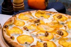 Πίτσα με τα αχλάδια και Gorgonzola το τυρί Στοκ Εικόνα