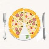 Πίτσα με τα διαφορετικά συστατικά σε ένα πιάτο στοκ φωτογραφίες