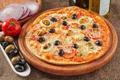 Πίτσα με τα θαλασσινά στοκ φωτογραφίες