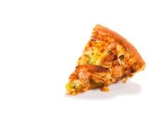 Πίτσα το ζαμπόν, τις ντομάτες, τα μανιτάρια και το κοτόπουλο που απομονώνονται με στο μόριο Στοκ φωτογραφίες με δικαίωμα ελεύθερης χρήσης