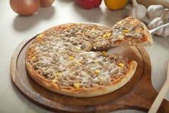 Πίτσα τόνου Στοκ φωτογραφία με δικαίωμα ελεύθερης χρήσης
