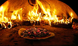 πίτσα φούρνων φλογών Στοκ Φωτογραφία