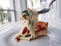 πίτσα 3 δικράνων που γεμίζε&t Στοκ Εικόνα