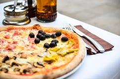 Πίτσα Capricciosa Στοκ Εικόνες
