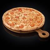 Πίτσα Margherita, τυρί μοτσαρελών, ντομάτες κερασιών, oregano Στοκ Εικόνες