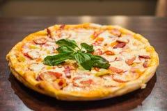 Πίτσα Margherita Στοκ φωτογραφία με δικαίωμα ελεύθερης χρήσης