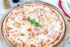 Πίτσα Margherita Στοκ Φωτογραφίες