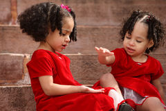 παίζοντας αδελφές Στοκ Εικόνες