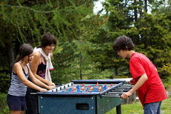 παίζοντας γιοι μητέρων Στοκ εικόνες με δικαίωμα ελεύθερης χρήσης
