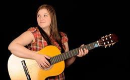 παίζοντας γυναίκα κιθάρων Στοκ φωτογραφίες με δικαίωμα ελεύθερης χρήσης