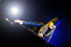 παίζοντας γυναίκα μουσικής του DJ Στοκ εικόνα με δικαίωμα ελεύθερης χρήσης