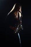 παίζοντας γυναίκα saxophone Στοκ Φωτογραφία