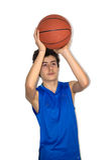 Παίζοντας καλαθοσφαίριση αθλητικών τύπων εφήβων Στοκ Εικόνες