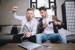 Παίζοντας κόμμα Gamers στοκ φωτογραφία