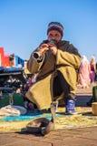 Παίζοντας μουσική γοών φιδιών, Μαρακές, Μαρόκο στοκ φωτογραφίες