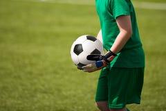 παίζοντας νεολαίες ποδ&o Στοκ φωτογραφία με δικαίωμα ελεύθερης χρήσης