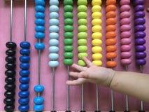 Παίζοντας παιδιά αβάκων στοκ φωτογραφία με δικαίωμα ελεύθερης χρήσης
