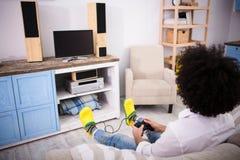 Παίζοντας παιχνίδια στον υπολογιστή ατόμων Hipster Στοκ Εικόνες