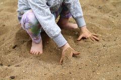 Παίζοντας παιδί - ευτυχής παιδική ηλικία Στοκ εικόνες με δικαίωμα ελεύθερης χρήσης