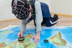 Παίζοντας πειρατής αγοριών παιδιών Στοκ φωτογραφίες με δικαίωμα ελεύθερης χρήσης