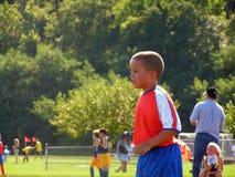 παίζοντας ποδόσφαιρο αγ&om στοκ φωτογραφία με δικαίωμα ελεύθερης χρήσης