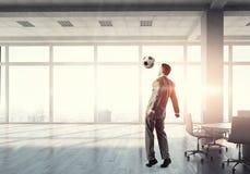 Παίζοντας ποδόσφαιρο στην αρχή τρισδιάστατος δώστε Στοκ Φωτογραφίες
