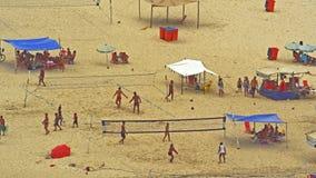 Παίζοντας ποδόσφαιρο στην παραλία Copacabana Στοκ Φωτογραφία