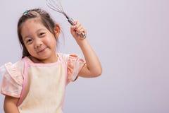 Παίζοντας υπόβαθρο αρχιμαγείρων παιδιών/παίζοντας αρχιμάγειρας παιδιών/φορέματα παιδιών επάνω όπως τον αρχιμάγειρα και το σκεύος  Στοκ Εικόνες