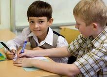 παίζοντας schoolboys στοκ εικόνες