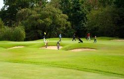 Παίκτες γκολφ στην πρακτική Στοκ Εικόνες
