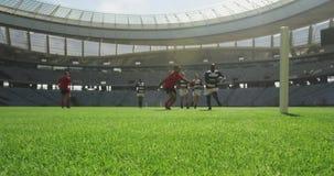 Παίκτες ράγκμπι που παίζουν τον αγώνα ράγκμπι στο στάδιο 4k απόθεμα βίντεο