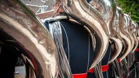 Παίκτες Tuba από τον ορείχαλκο ή το durin ζωντανής μουσικής παιχνιδιού ζωνών ταιριάσματος Στοκ εικόνα με δικαίωμα ελεύθερης χρήσης