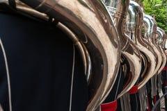 Παίκτες Tuba από τον ορείχαλκο ή το durin ζωντανής μουσικής παιχνιδιού ζωνών ταιριάσματος Στοκ Εικόνες