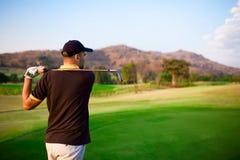 παίκτης γκολφ από να τοποθετήσει στο σημείο αφετηρίας Στοκ Εικόνες