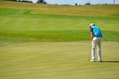 Παίκτης γκολφ στη σειρά μαθημάτων Στοκ φωτογραφία με δικαίωμα ελεύθερης χρήσης