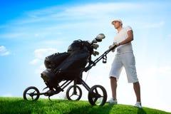 Παίκτης γκολφ στο γήπεδο του γκολφ Στοκ Εικόνες