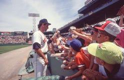 Παίχτης πρώτης βάσης Jack Clark των Boston Red Sox που υπογράφει τα αυτόγραφα στοκ εικόνες