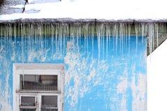 Παγάκια στη στέγη Στοκ φωτογραφίες με δικαίωμα ελεύθερης χρήσης
