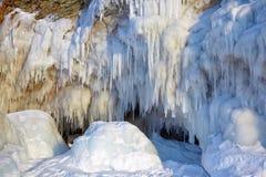 Παγάκια στον τοίχο πάγου στοκ φωτογραφία με δικαίωμα ελεύθερης χρήσης