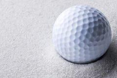 παγίδα άμμου γκολφ σφαιρώ Στοκ Φωτογραφίες