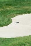 παγίδα άμμου τσουγκρανών γκολφ Στοκ εικόνα με δικαίωμα ελεύθερης χρήσης