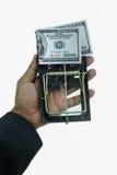 Παγίδα με τους λογαριασμούς δολαρίων που απομονώνονται πέρα από το άσπρο υπόβαθρο, κίνδυνος στην επιχείρηση, επιχειρηματίας που π Στοκ Φωτογραφία
