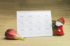 Παγετός, ημερολόγιο και παιχνίδι παππούδων και γιαγιάδων Στοκ εικόνες με δικαίωμα ελεύθερης χρήσης