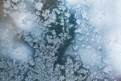 Παγετός πέρα από το γυαλί παραθύρων, περίληψη κινηματογραφήσεων σε πρώτο πλάνο Στοκ Φωτογραφίες