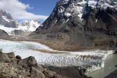 Παγετώνας και βουνά στοκ φωτογραφία με δικαίωμα ελεύθερης χρήσης