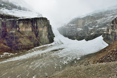 Παγετώνας κατά μήκος του χώρου στάθμευσης Icefields μεταξύ Banff και της ιάσπιδας στο Canadian Rockies Στοκ Εικόνες