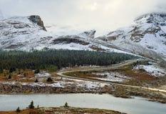 Παγετώνας κατά μήκος του χώρου στάθμευσης Icefields μεταξύ Banff και της ιάσπιδας στο Canadian Rockies Στοκ Εικόνα