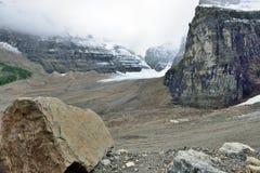 Παγετώνας κατά μήκος του χώρου στάθμευσης Icefields μεταξύ Banff και της ιάσπιδας στο Canadian Rockies Στοκ φωτογραφία με δικαίωμα ελεύθερης χρήσης