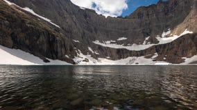 Παγετώνας - λίμνη παγόβουνων χαμηλή απόθεμα βίντεο