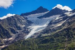 Παγετώνας μεταξύ των βουνών του βόρειου Καύκασου Στοκ εικόνες με δικαίωμα ελεύθερης χρήσης